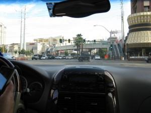 Recorriendo Las Vegas en carro.