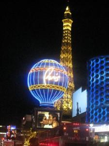 Paris Las Vegas, de noche.