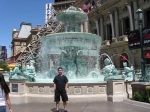 En la fuente del Paris Las Vegas.